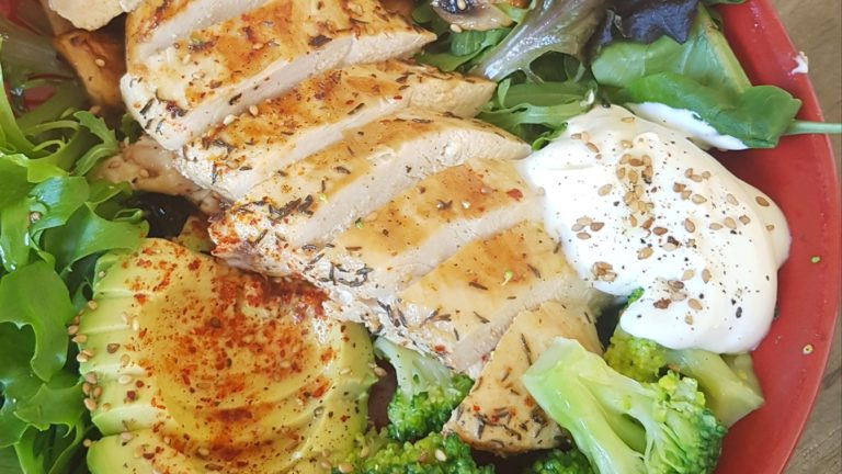 Bowl de poulet aux légumes détox