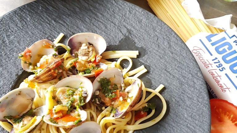 Linguine alla vongole (pâtes aux palourdes)