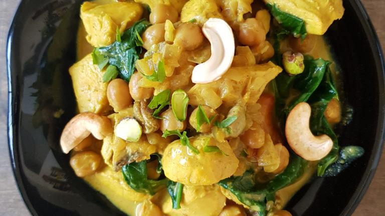 Curry de poulet au pois chiches aux épinards frais
