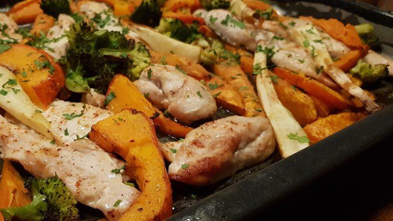 Filet de poulet et légumes d'hiver rôtis aux épices