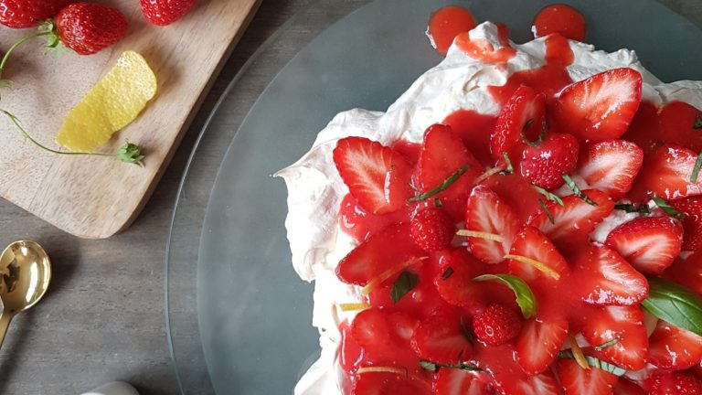 Pavlova fraise et basilic