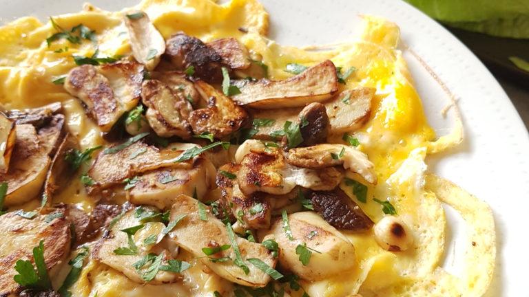 Omelette aux cèpes et noisettes