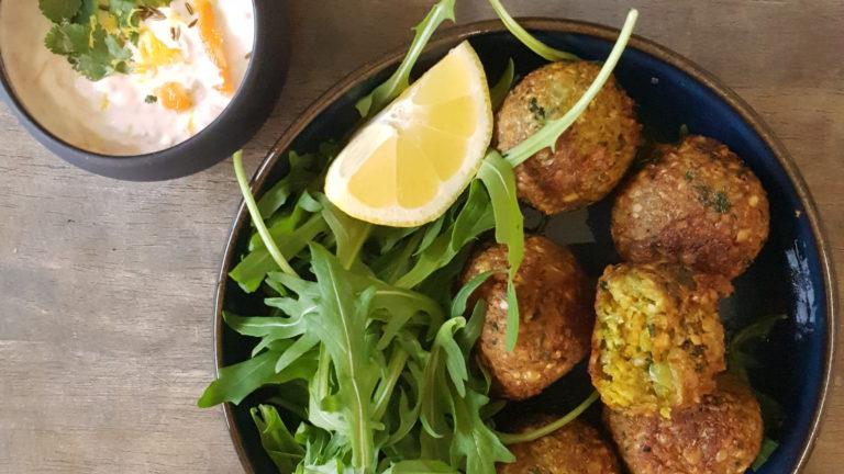 Falafels aux lentilles corail et raïta de carotte